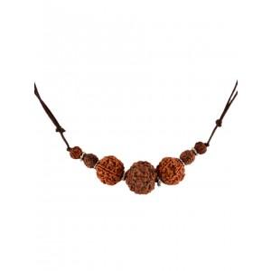 Mittelalter Halskette Lion aus Rudrakshasamen in Beige Frontansicht